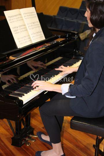 Alba Sansano pianist