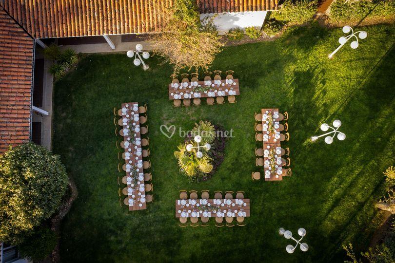 Montaje exterior de una boda