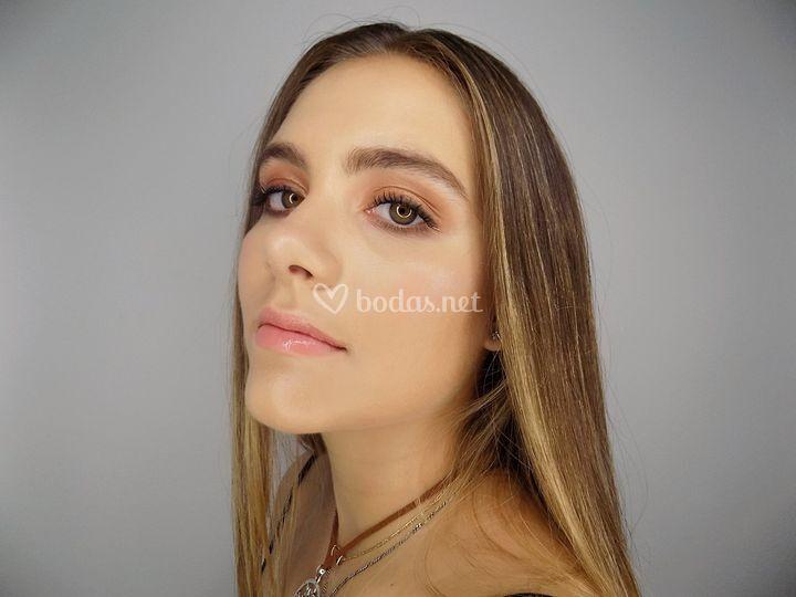Maquillaje natural luminoso