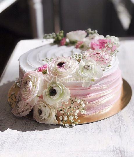 Tarta de merengue rosa