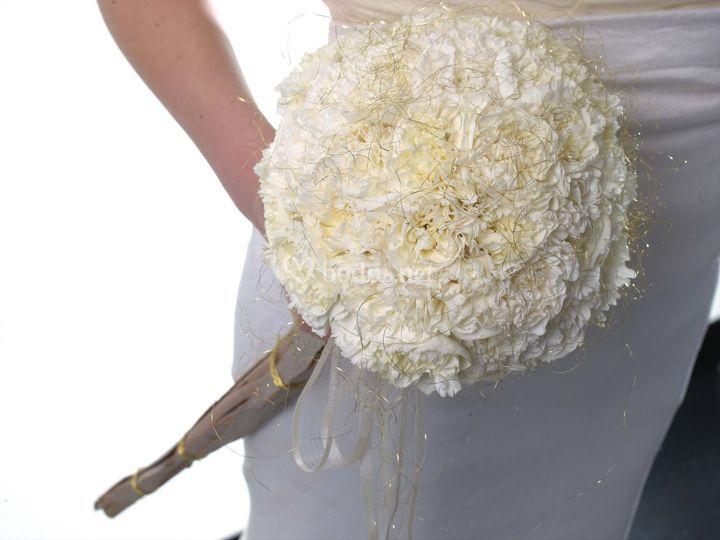 Ramo de novia de claveles blancos