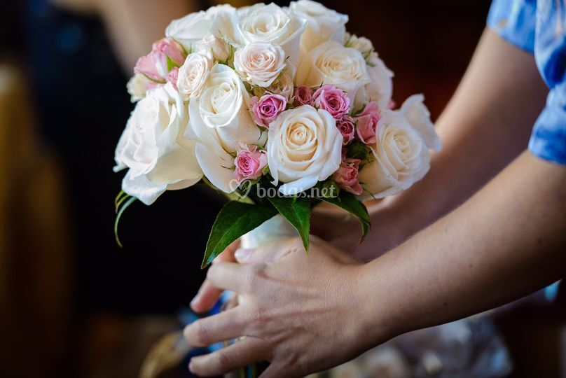 Ramo clásico de rosas variadas