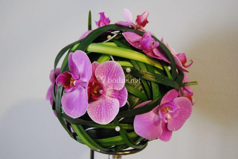Ramo de novia bola con orquídea