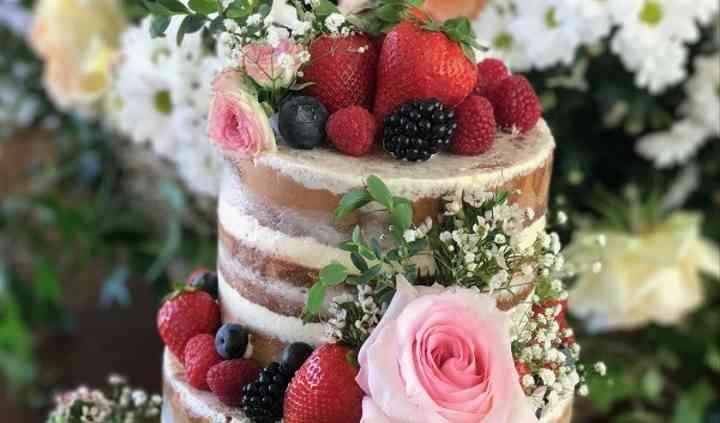 Naked cake con frutos rojos