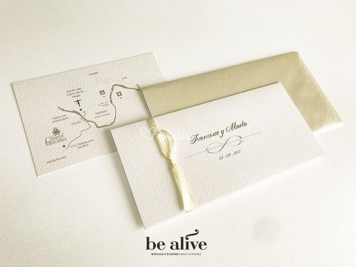 Invitación plegada + tarjeta