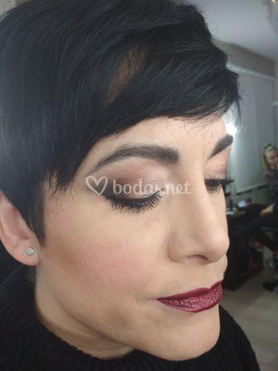 Maquillaje de invitada atrevido