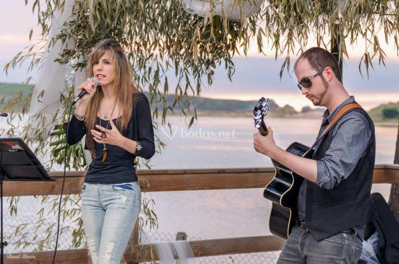 Actuando en Avril en la Ría