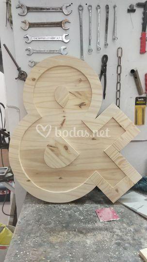 Ampersand en madera