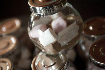 Chocolate a la taza al estilo americano como detalle de boda