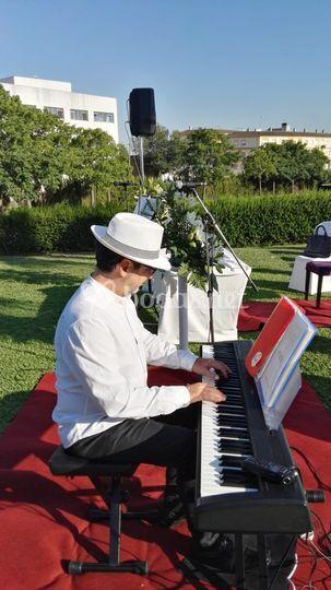 Guillermo Calvo: piano