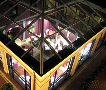 Patio con cristalera (Hotel Las Cabañas)