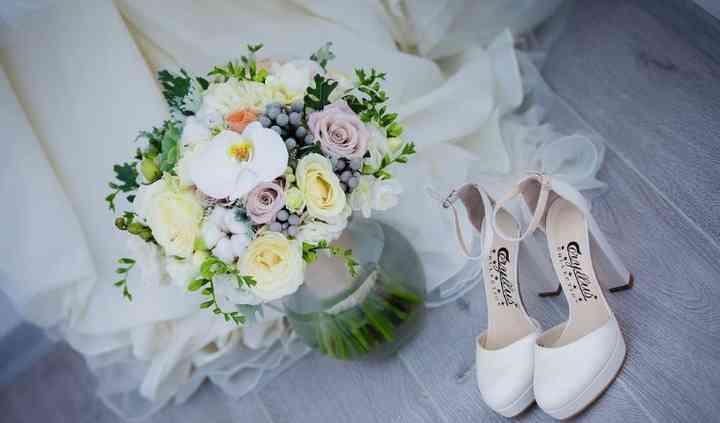 Zapatos y ramos de novia