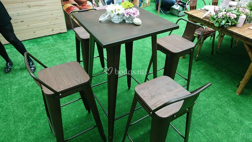 Mesas & taburetes