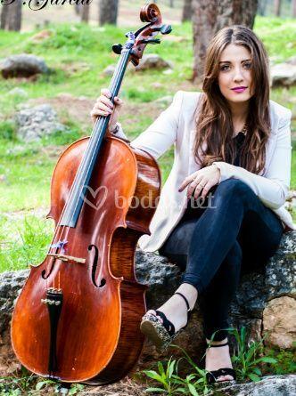 Violeta gonzalez (cello)