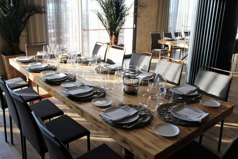 Montaje banquete mesa madera