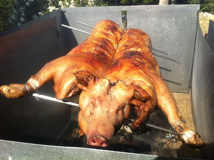 Cerdo asado al espeto