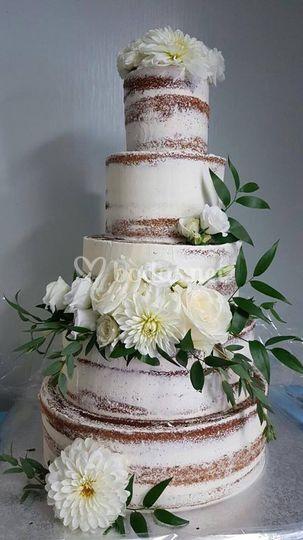 Nude cake con decoracion flore