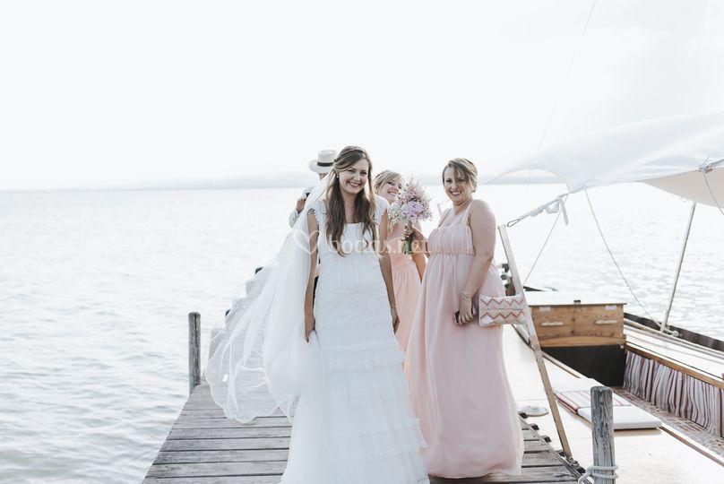 La novia y sus damas en barca