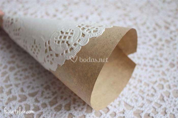 Haz tus conos de papel kraft para el arroz y los p talos - Hacer conos papel ...