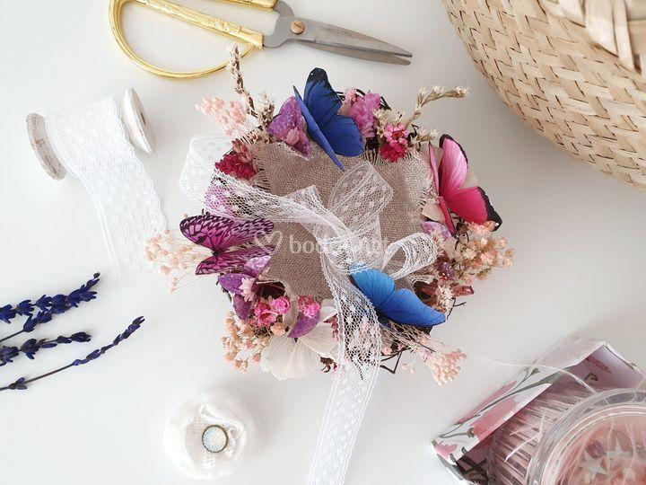 Porta alianzas nido con flores