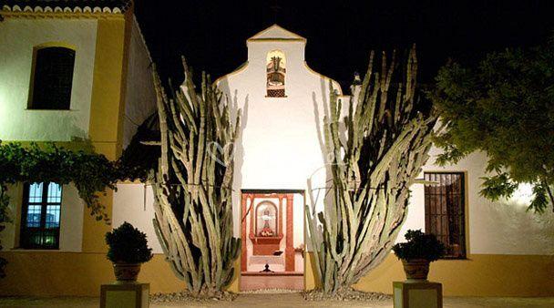 Fachada de la capilla del cortijo