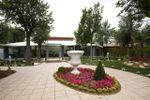 Amplios jardines de Complejo La Cig�e�a