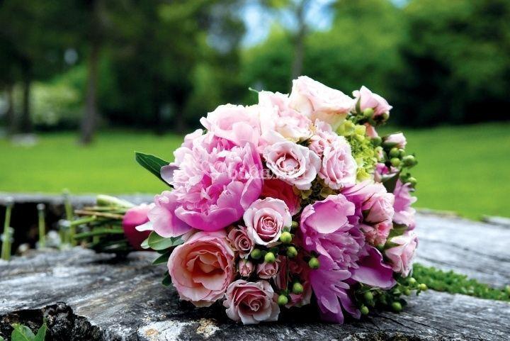 Peonías y rosas