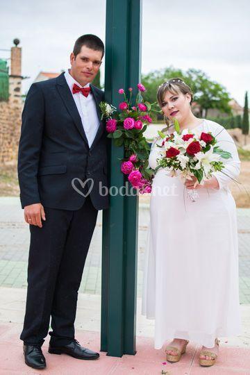 Con las flores de la ceremonia
