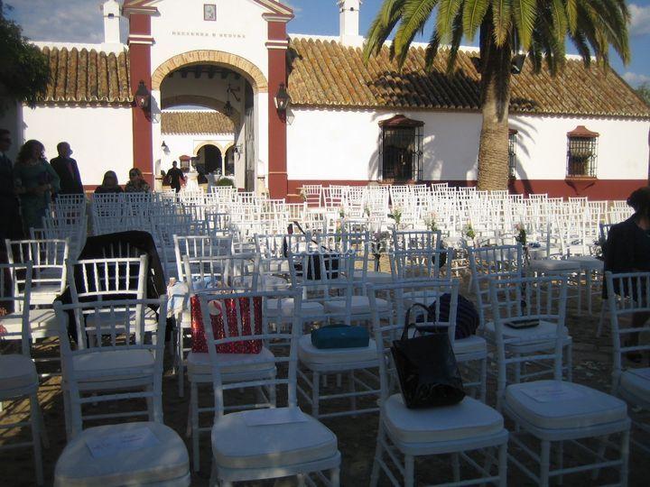 Ceremonia civil frente a la fachada