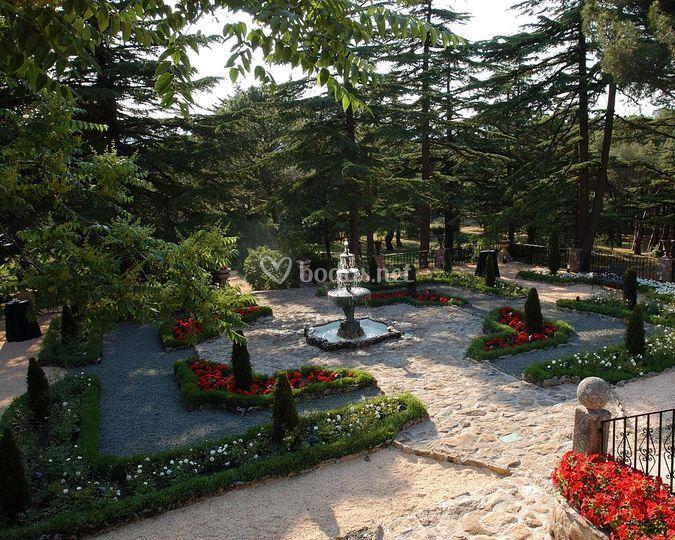 La finca de fuentepizarro for Jardin romantico