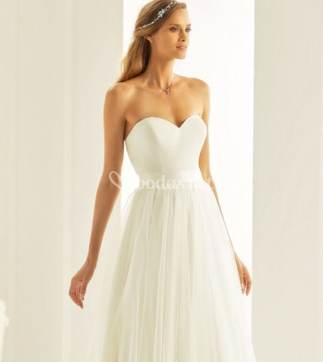 vestido de novia y sobrefalda de vega novias | foto 42