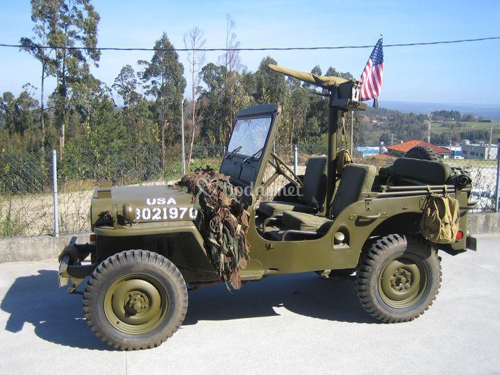Varios vehiculos militares