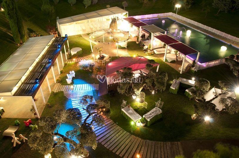 Jardín de noche (panorámica)