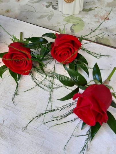 Prendidos rosa roja