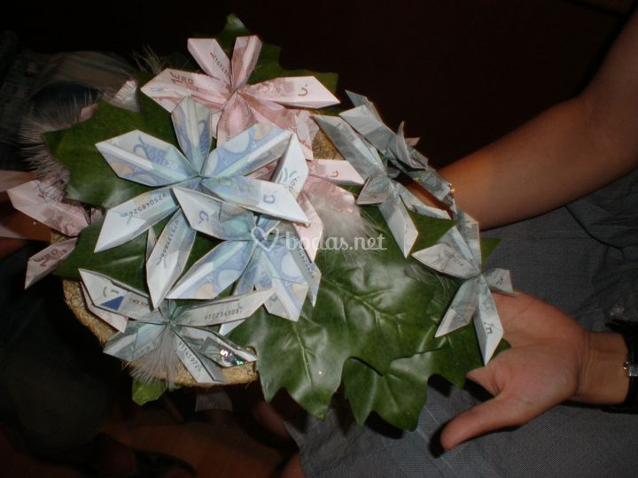 Ramo de novia con billetes
