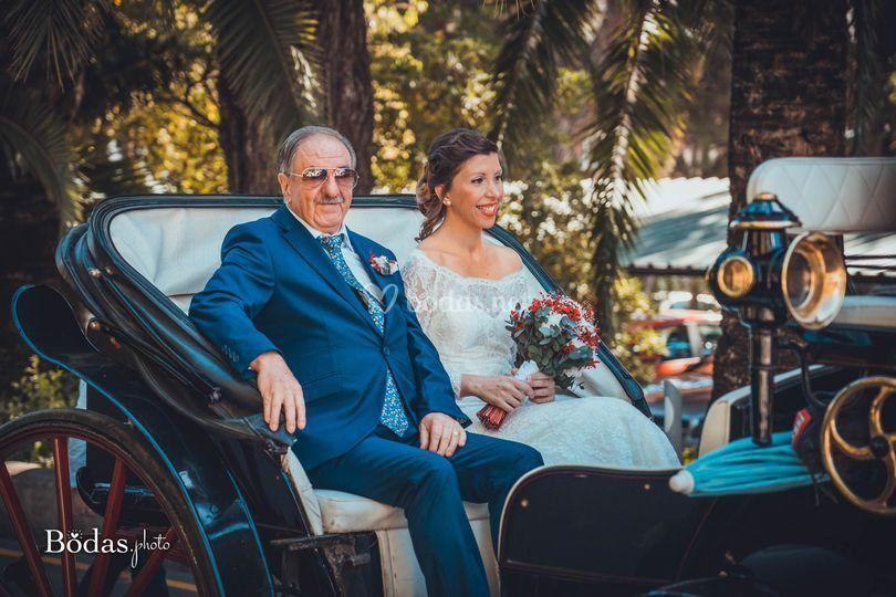 La novia llegando con su padre