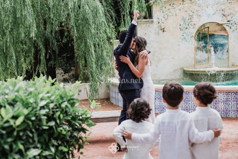 Puedes besar a la novia...