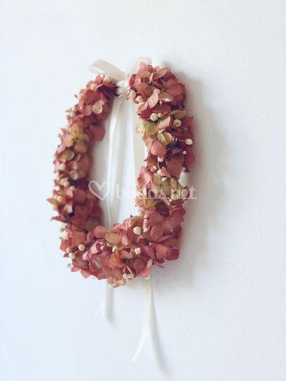 Corona de flores preservadas