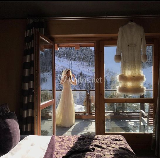 Winter bride and gown