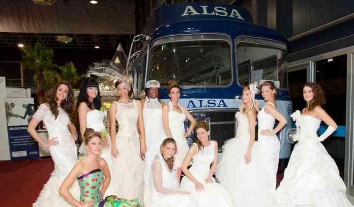Las novias con el bus