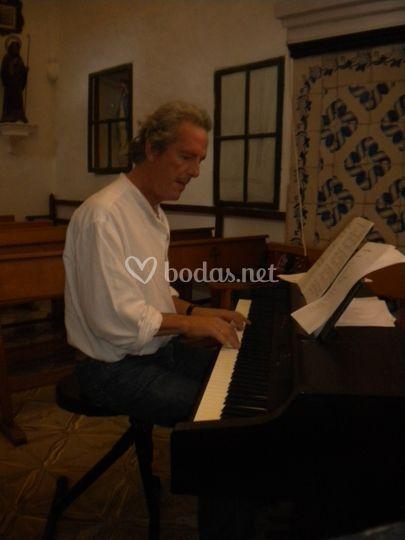Piano en la iglesia