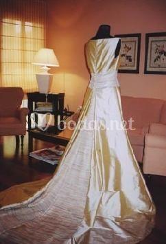 Traje en casa de la novia