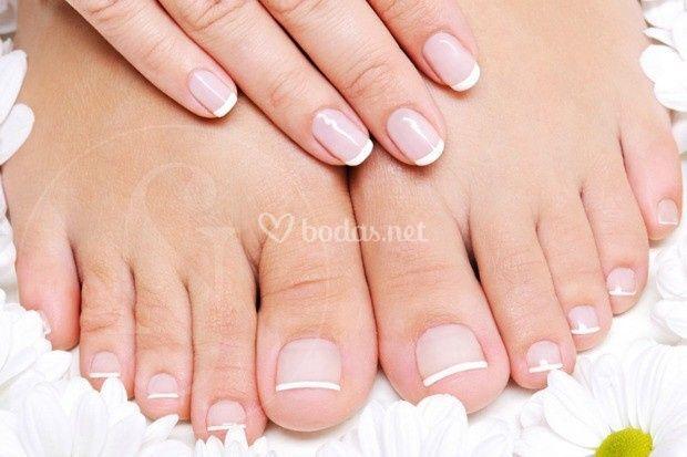 Manos y pies con esmalte