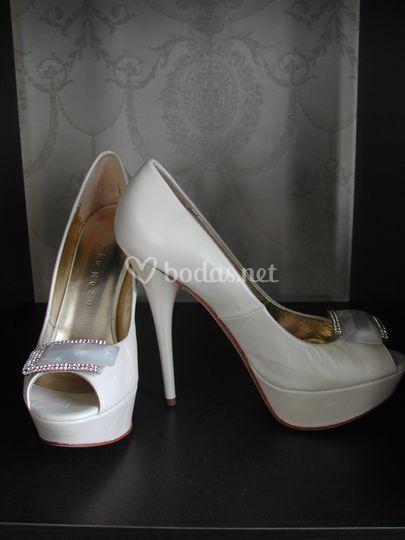 Zapatos novia piel y nácar.