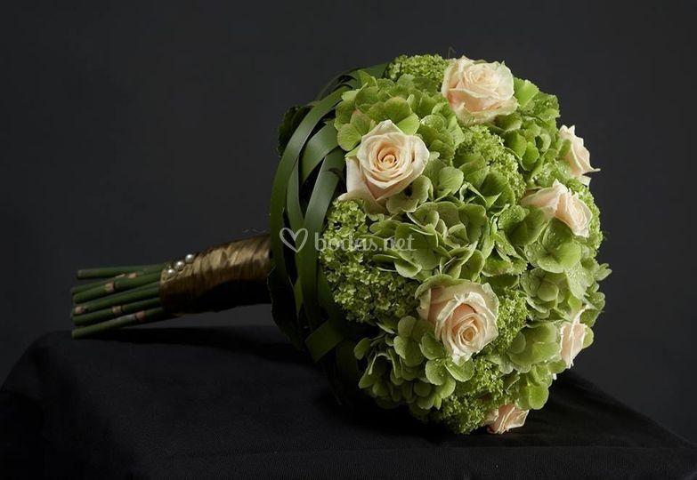 Bouquet rosas y hortensia