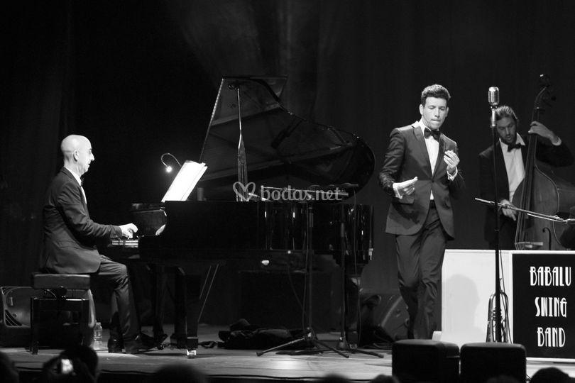 Trío: Crooner + Piano + Con