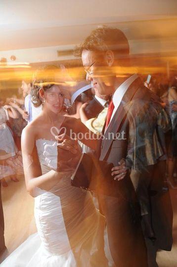 Novios inaugurando el baile