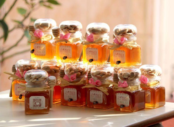 Tarros de miel, almendras/nueces