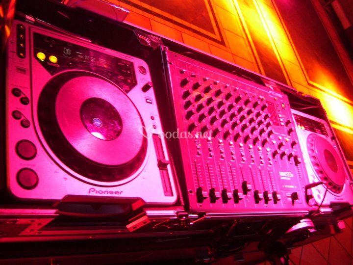 Equipos profesionales utilizados por discotecas móviles tweteers