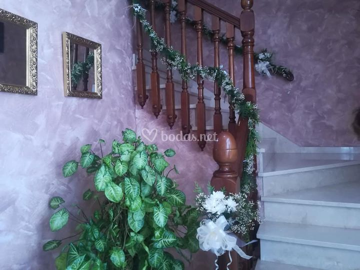 Adorno escalera casa novia